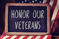 Text honor our veterans and the flag of the US Kuvituskuvat
