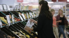 4K Cheerful mother & daughter shopping together at the grocery store Arkistovideo
