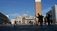 Time lapse silhouette tourists visiting San Marco square, walking, taking photos Stock Footage