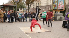 Handspin - Breakancers dancing on street - Khreshchatyk - Maidan Nezalezhnosti Stock Footage