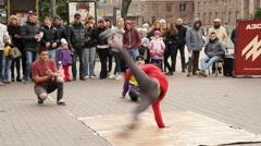 Windmill: Breakancers dancing on street - Khreshchatyk near Maidan Nezalezhnosti Arkistovideo