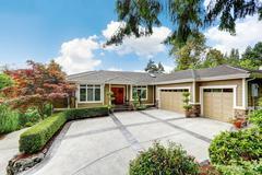 External view of luxurious detached house. Northwest, USA Stock Photos