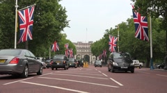 4K London Traffic on The Mall Street in Downtown, Buckingham Palace, Cityscape Stock Footage