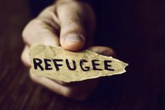Piece of paper with the word refugee Kuvituskuvat