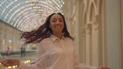 Cheerful girl mulatto woman in a shopping center Stock Footage