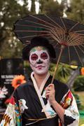 Skeleton woman performer at Dia de los Muertos Stock Photos