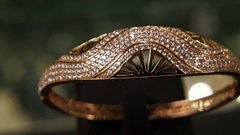 Jewelry, Close-up overview bracelet of gold at an expensive jewelry store, dear Stock Footage