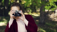 Girl makes a photo on the old camera. Photoshoot fall Stock Footage