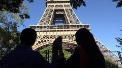 Couple of lovers silhouette caressing their hands, man and woman admiring Eiffel Arkistovideo