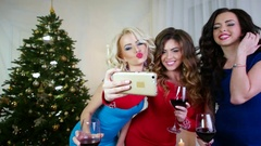 Girl do selfie photo, New Year's Eve, a beautiful young woman celebrating Stock Footage