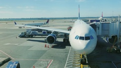 New York, USA - OKTOBER 2016: Big airliner in the airport terminal is ready Stock Footage