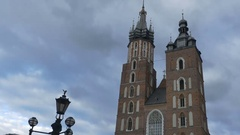 Saint Mary Basilica in Cracovia Stock Footage