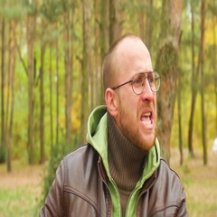 A bearded man in a sweater and leather jacket in the fall Yelling and swearing Stock Footage