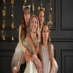 Portrait of Beautiful Big Happy Family Sitting in the Room Decorated for xmas Stock Footage