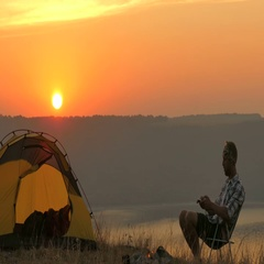 4K  Tent, bonfire, sunrise and man traveller  does  photo by smartphone Stock Footage
