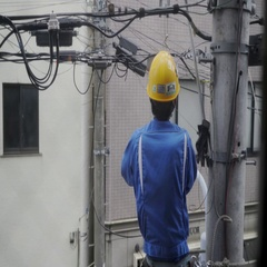 Japanese electrical worker fixing line, tokyo Stock Footage