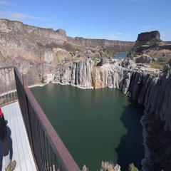 Shoshone Falls Girl taking pictures with her smartphone Stock Footage