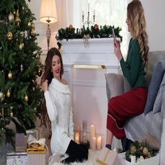 Photo mobile phone, girlfriend are preparing for Christmas Eve, the girl makes Stock Footage