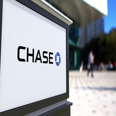 Street signage board with JPMorgan Chase Bank logo. Blurred office center and Stock Footage