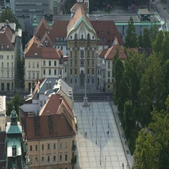Holy Trinity Column in front of Ursuline Church, travel to Ljubljana, Slovenia Stock Footage