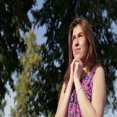 Dream girl in the summer Park. Stock Footage