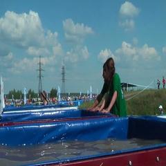 Ice bathtubs stage in extrim race. Tyumen Stock Footage