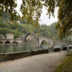 Ponte del Diavolo or Ponte della Maddalena, Borgo a Mozzano, Lucca, Tuscany, Ita Stock Footage