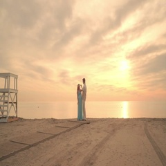 Pregnant couple on sea beach. Man straighten hairs of his pregnant woman Stock Footage