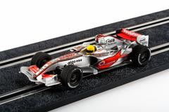 Slot car racing track with silver formula one car Kuvituskuvat