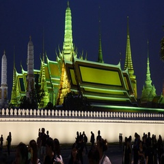 Bangkok Grand Palace time lapse of mourners taking selfies Stock Footage