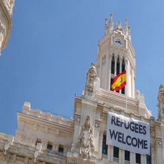 Refugees welcome poster in Madrid Arkistovideo