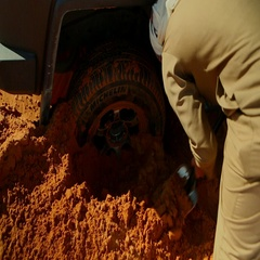Arab man removing sand beneath a bogged car on dessert. Stock Footage
