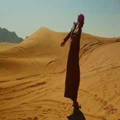 Arab man doing somersault on desert. Stock Footage