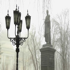 Vorontsov monument in Odessa, Ukraine at a foggy town square on snowy winter day Stock Footage