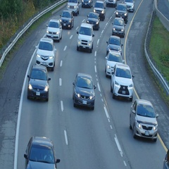 Don Valley Parkway curve. Autumn rush hour. Toronto, Canada. Stock Footage