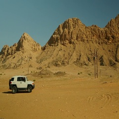 White 4x4 SUV driving on desert. Stock Footage