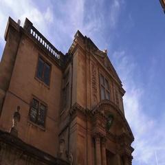 Oxford University Building Big Door Way Pan down shot Arkistovideo