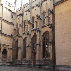 Oxford University Building with giant old windows Arkistovideo