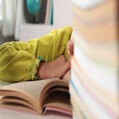 Little girl asleep on her book - closeup Stock Footage
