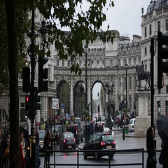 London traffic and Admiralty Arch Stock Footage