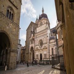 Bergamo cappella colleoni near piazza vecchia Stock Footage