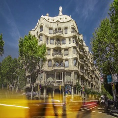 Close-up timelapse of La Pedrera with city traffic, Barcelona, Spain. Stock Footage