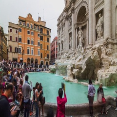 Timelapse of Fountain de Trevi with people crowd. Stock Footage