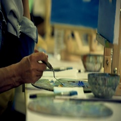 Artist brush mix color oil painting on palette Stock Footage