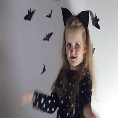 Girl playing peek a Boo Stock Footage