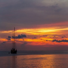 Timelapse of sunset over sea on tropical beach with yacht at Phuket, Thailand. Stock Footage