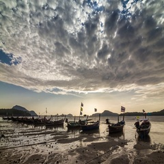 Timelapse of long-tails on Rawai beach in low water during high tide, Thailand. Stock Footage