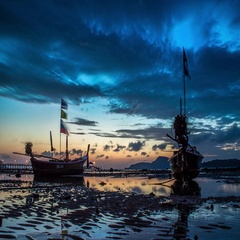 Timelapse of sunrise with long-tails in low water during high tide,Thailand. Stock Footage