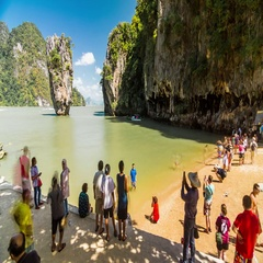 Timelapse of the beach with tourists at the James Bond Island, Thailand. Stock Footage