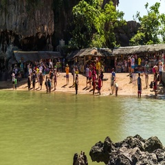 Timelapse of tourists on the beach at the James Bond Island, Thailand. Stock Footage